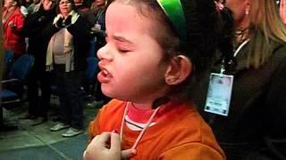 Ana Julia louvando ao Senhor com Pedras Vivas!