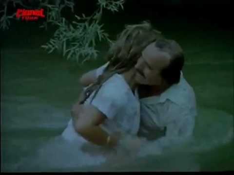 Kazım Kartal, Kardeşi Rolündeki kızı Taciz ediyor... (ellere dikkat)