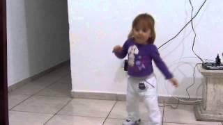 Angélica dançando a música MEXE MEXE Carrossel