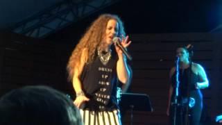 2017- Amanda Marshall concert- 07- Love Lift Me