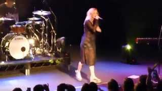 "Broods: ""Mother & Father"" (Live @ Metro Theatre, Sydney, 22/11/14)"