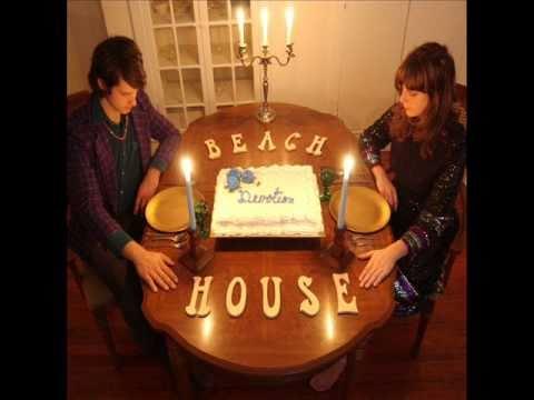 beach-house-astronaut-carollunachick