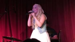 Raelynn singing 'Boyfriend'