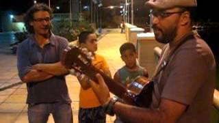 Batendo um violão com o amigo Luiz Carlos Vasconcelos