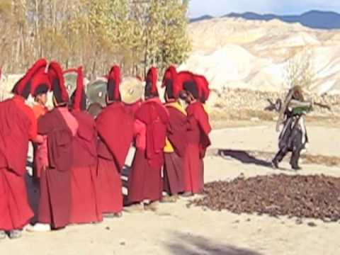 религия Бон в буддизме   Bon religion in Buddish festival Mustang Nepal