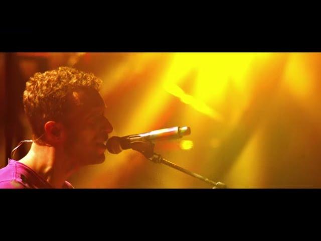 """Video de Coldplay en directo en Paris en concierto en directo cantando """"Fix You"""""""