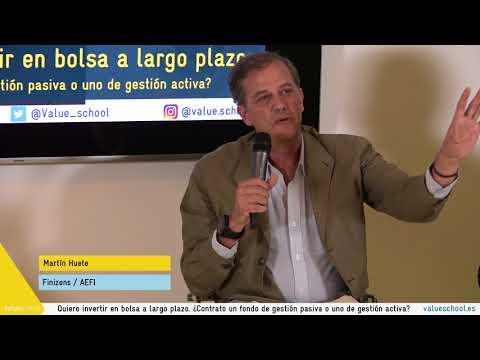 Martín Huete, fundador del gestor automatizado Finizens responder a la duda de un usuario sobre la gestión pasiva y activa.