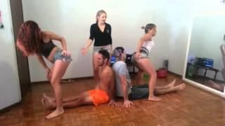 3 Novinhas gostosas dançando para 2 sortudos