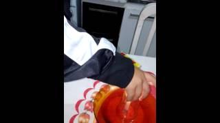 O copo bebendo água
