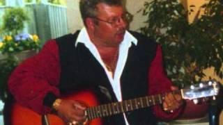 Tonny K framför Elvis