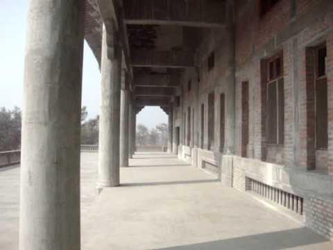 02 Prof  Juan Lázara recorre monasterio Koreano en Lumbini, Nepal, lugar de nacimiento de Buddha