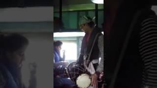 Mere mehboob qayamat hogi ............ Amazing singer only with dholak