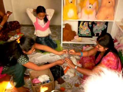 Nepal Pokhara – Making Toys