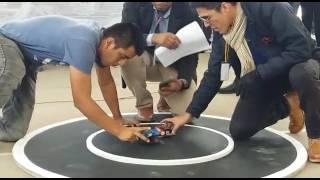 Mini sumo de robots en el Xpotrón de la UNSA