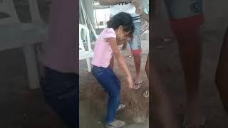 Menina de 5 anos dançando forro