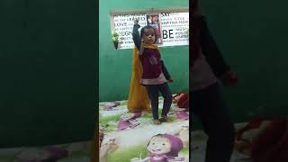 Me Sarkari me Padha hua( very cute dance of little girl)