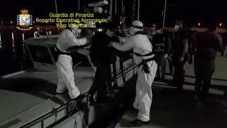 CRONACA: FERMATI 8 SCAFISTI IN ACQUE INTERNAZIONALI