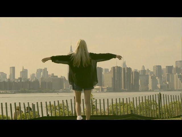 Videoclip de Cintia Lund ''Feel Alive''.
