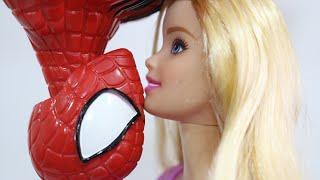 A Vida do Boneco Super Herói Spiderman Homem Aranha na Barbie Doll Story