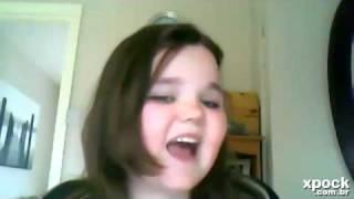 Menina enlouquece cantando I Will Always Love You