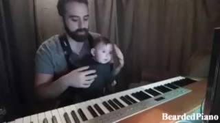 Bebê dorme ao som do piano