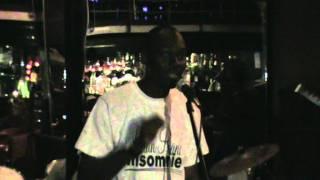Alain Randy l'enfant Sacré en live au pakito à libreville' ambiance rumba)