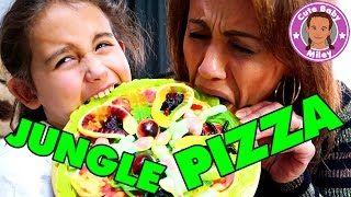 EKLIGE Jungle Pizza mit SPINNEN SCHLANGEN AUGEN - Gummy vs. Real Food | CuteBabyMiley