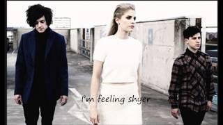 London Grammar - Shyer (with lyrics)