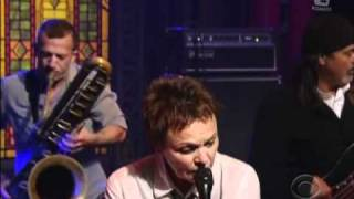 Laurie Anderson - Only An Expert (Live Letterman) 2010