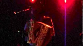 Los Tiranos del Norte - La Más Bonita (Live)