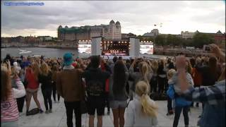 Justin Bieber - LIVE in OSLO the 30th of May singing (Baby, baby) + Norwegian Fans