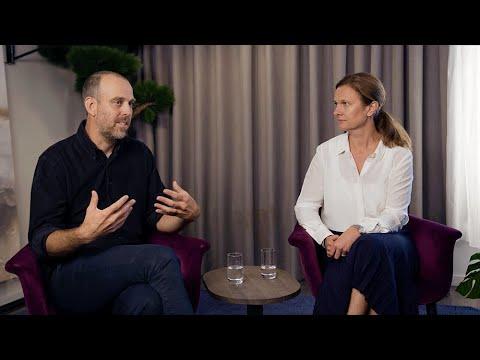 Peter  Nilsson och Åsa Mossberg i samtal om hållbarhet och motståndskraft inom byggbranschen.