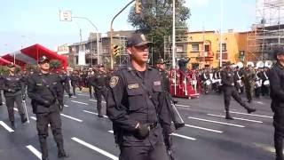 Policía Nacional del Perú marchando a paso marcial