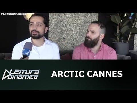 Diretor de cinema brasileiro é recebido com honras no Festival de Cannes