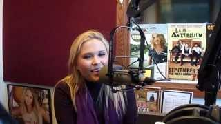 """Rachel Holder covers the Dolly Parton classic """"Jolene"""" at WGLR"""