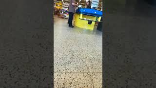 Jonne yritti ostaa es