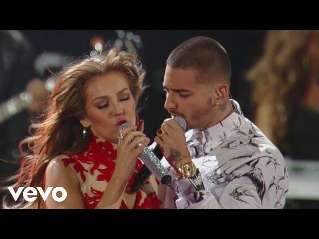"""Vídeo en directo de Thalía ft. Maluma interpretando """"Desde esa noche""""."""