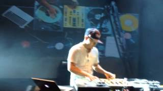 "Dj QBert freestyle scratch on ""The Sound Of The Sitar"" (G.Bonson)"