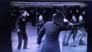 Charlie Chaplin e il poliziotto nel labirinto degli specchi