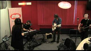 Studio Brussel: Hooverphonic - Bigger Than Us (White Lies cover)