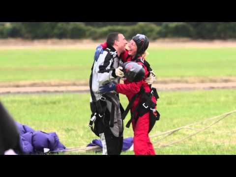 M&G and the community - Mark and Lauren skydive in aid of MIND