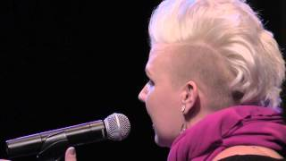 "Women of the World Poetry Slam Finals 2015 - Desiree Dallagiacomo ""Sink"""