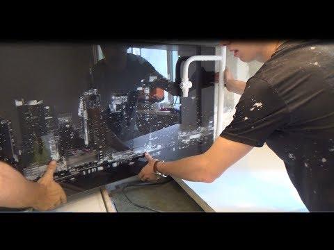 Установка стеклянного фартука с фотопечатью и подсветкой photo