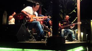 Cao Minh Đức Guitarist Jam His Band (Besame Mucho)