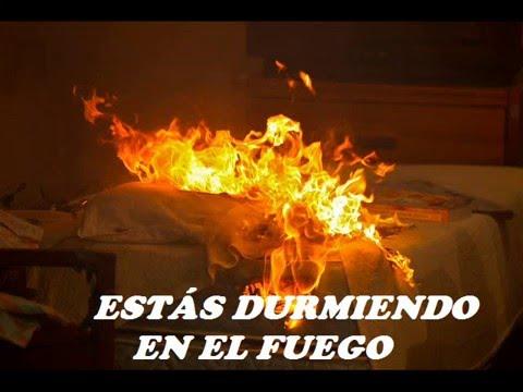 Sleeping In The Fire En Espanol de W A S P Letra y Video