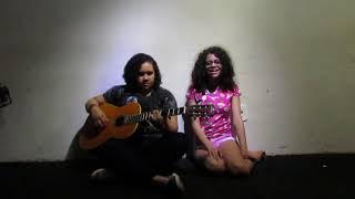 "Aluna de canto, Beatriz Moura, cantando... ""Trevo Tú"""