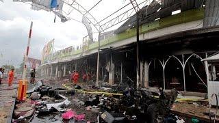 Doble ataque golpea centro comercial de Tailandia