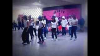Dança de rua grupo mb 11  em 2010 bump bump bump B2k feat p .diddy .