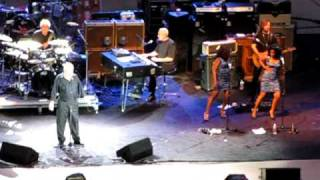 """Joe Cocker performing """"You can leave your hat on"""""""