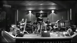 Aycan Karaca/ Deveyi düzde gördüm (Mojen Performance)